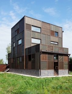 """Volga House by Peter Kostelov is located in Konakovsky District, Tverskaya region, Russia.  The """"patchwork"""" appearance of the facade relates to historic residences indigenous to the area."""