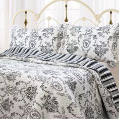 Cozy Line Home Fashions French Medallion Black White Grey Rose Flower Pattern Printed Cotton Bedding Quilt Set Reversible Coverlet Bedspread for Women Men (Black White, King - 3 Piece) King Quilt Bedding, Duvet, Ruffle Bedding, Queen Quilt, Cotton Bedding, Comforter Sets, Toile Bedding, Queen Bedding, Bedding