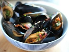 Beer steamed mussels w/ bacon