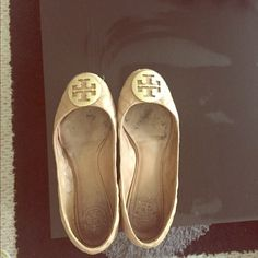 Tory burch Tory burch size 8, have been loved. They look great with tight pants or even a casual dress at bbqs or parties. No trades. Price is firm Tory Burch Shoes Flats & Loafers