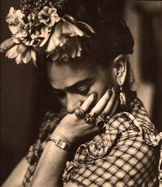 Frida's look. love it