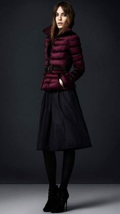 BURBERRY - Understated down-filled jacket with a sartorial stand collar Martingale cinches the waist and accentuates the feminine silhouette Modest Clothing, Modest Outfits, Grooms Mom Dress, Pea Coats Women, What Is Fashion, Dinner Outfits, Bow Belt, Elegant Chic, Complete Outfits