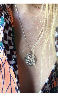 Women/'s Mixte Couleur Papillon cristal pendentif BETSEY JOHNSON Sweater Collier