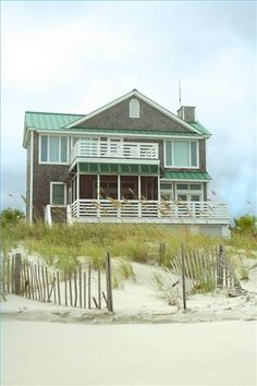 Emerald Cove Beach House Oh, the happy, sunburned vacationers this place has seen! Would that it could see me, too!
