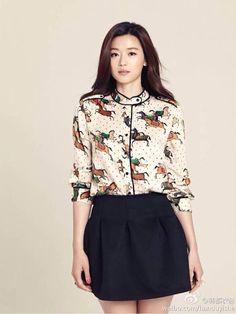 the way she got hair out of her forehead Asian Celebrities, Celebs, Asian Woman, Asian Girl, Jun Ji Hyun Fashion, Cool Outfits, Casual Outfits, Korean Beauty, Asian Beauty