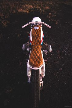 dubbed the 'skyway', this custom BMW motorcycle is influenced by BMX bikes from the and Motos Bmw, Bmw Motorcycles, Bmx Bikes, Custom Motorcycles, Bike Bmw, Custom Bikes, Fiat 500, Bmw Cafe Racer, Cafe Racers