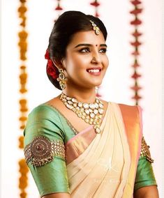 Top 13 Traditional South Indian Wedding Jewellery Trend of This Year Hand Work Blouse Design, Stylish Blouse Design, Silk Saree Blouse Designs, Designer Blouse Patterns, Fancy Blouse Designs, Bridal Blouse Designs, Blouse Neck Designs, Sari Blouse, South Indian Blouse Designs