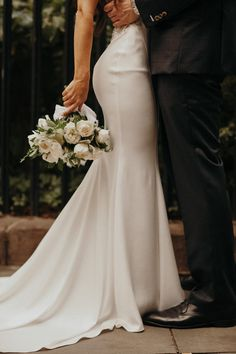 Diana and Asis Gramercy Park Hotel wedding was as big city glam as it gets! The couple tied the knot and danced the nig Elegant Wedding, Perfect Wedding, Dream Wedding, Wedding Day, Classy Wedding Ideas, New York Wedding, Wedding Ceremony, Skyline Von New York, Wedding Poses