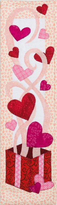 Valentine Patchwork here we come! Patchwork Quilting, Applique Quilts, Art Quilting, Table Runner And Placemats, Quilted Table Runners, Small Quilts, Mini Quilts, Quilting Projects, Quilting Designs