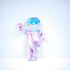 YogaDogMercury est en vente sur yogitoy.com et etsy.com/fr/shop/YogiToy (25€).