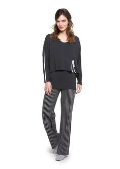 Für alle die Zipper und Farbkontraste lieben, so wie wir von Doris Streich das tun: Eure neuen Lieblingsoutfits findet Ihr beim Fachhändler in Eurer Nähe. #curvy #fashion #zipper #streifen