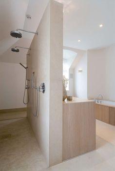 Vind afbeeldingen van moderne Badkamer in de kleur beige: badkamer met warme uitstraling, met hout en natuursteen. Ontdek de mooiste foto's & inspiratie en creëer uw droomhuis.