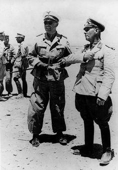"Libye, Les ""Generalfeldmarschall"" Albert Kesselring et Erwin Rommel en pleine discussion"