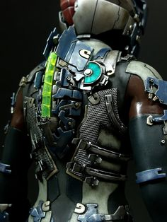Forget NECA's official Dead Space figures, which make Isaac look like was born disfigured. Remember the Dead Space hero as he should be remembered, with this intricately-detailed, custom-made action figure. Space Character, Game Character Design, Character Concept, Character Ideas, Dead Space Suits, Space Armor, Space Hero, Biomechanical Tattoo, Mekka