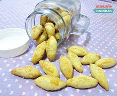 Biscoito de queijo - 2 cups of flour, 1 butter stick, 1 egg, cup of Parmesan. Coconut Milk Recipes, No Salt Recipes, Easy Chicken Recipes, Other Recipes, My Recipes, Cooking Recipes, Favorite Recipes, Recipies, Cheese Biscuits