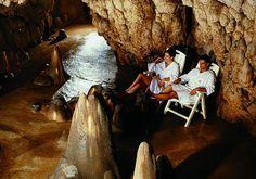 """Surprenante Toscane ! Découverte par hasard, la """"grotta Giusti"""" exhale des vapeurs d'eau thermale qu'on exploite encore aujourd'hui. Les cures du Natural Spa Resort comprennent toutes des immersions dans les différents """"sas"""" de la grotte, aux températures différentes et aux noms évocateurs : le Paradis, le Purgatoire et l'Enfer ! #Spa #Monsummano #Italie"""