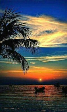 Mexico: Resplandor Acapulqueño Another gorgeous Acapulco sunset, worthy of a book cover for the Emilia Cruz mystery series Amazing Sunsets, Amazing Nature, Beautiful Sunrise, Beautiful Beaches, Nature Pictures, Beautiful Pictures, Belle Photo, Beautiful Landscapes, Beautiful World