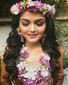 New fine art photography wedding floral design Ideas Indian Wedding Couple Photography, Fine Art Wedding Photography, Art Photography, Flower Jewellery For Haldi, Flower Jewelry, Flower Necklace, Ale, Bridal Mehndi Dresses, Flower Ornaments