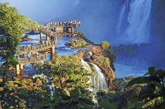 Cataratas de Iguazú.    Border between Brazil y Argentina