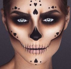33 Einfache Sugar Skull Make-up DIY Halloween Mak. - 33 Einfache Sugar Skull Make-up DIY Halloween Make-up-Ideen 33 Einfache Su - Makeup Clown, Fx Makeup, Costume Makeup, Makeup Ideas, Scary Makeup, Beauty Makeup, Voodoo Makeup, Makeup Brushes, Ghost Makeup