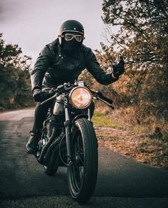 - Ride and Roll - Motos Style Cafe Racer, Cafe Racer Girl, Cafe Racer Bikes, Bike Style, Moto Style, Retro Motorcycle Helmets, Cafe Racer Motorcycle, Motorcycle Style, Motorcycle Outfit