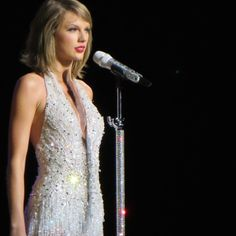 Taylor Swift Performing This Love - 1989 World Tour Baton Rouge, Louisiana.