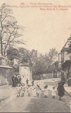 rue Girardon - Paris 18ème - La rue Girardon avec, à gauche, l'entrée du Château des Brouillards, vers 1900.