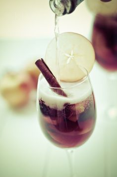 Autumn Apple Cider & Champagne Sangria. #thanksgiving #recipe #drink
