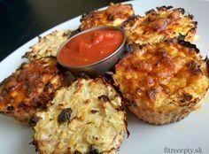 Výborné, jednoduché, zdravé a takisto aj nízkokalorické jedlo s vysokým obsahom proteínu. Tieto pizza muffiny z karfiólu si môžete dopriať na raňajky, ako prílohu k obedu alebo na večeru. Ingrediencie (na 12ks): 1/2 stredne veľkého karfiólu 8 veľkých lyžíc cottage syra alebo tvarohu 2 vajcia šampiňóny,šunka (množstvo podľa chuti) strúhaný syr na posýpku čierne korenie, […] Quick Meals, Pizza, Muffins, Good Food, Healthy Recipes, Chicken, Cooking, Breakfast, Foods
