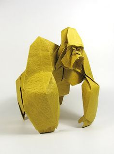 Hace un par de días vimos estas delicias hechas en papel, nosotros no sabemos si catalogarlo como papiroflexia, origami u otro nombre. Pensamos que esto es un paso más allá. Menudo talento. NGUYỄN Hùng Cường