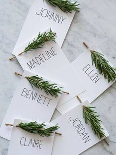 Easy and elegant herb place cards. Works great with evergreen as well. 10365840_992835434076350_427501813179418795_n.jpg (400×532)