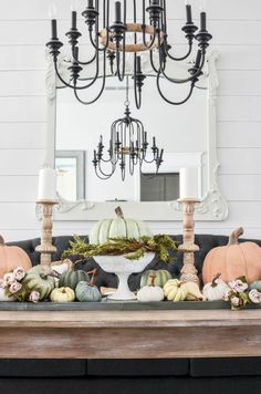 Fall Centerpiece-Pile Of Pumpkins for fall decor Fall Home Decor, Autumn Home, Diy Home Decor, Room Decor, Decorating Apps, Holiday Decorating, Fall Friends, Centerpieces, Table Decorations