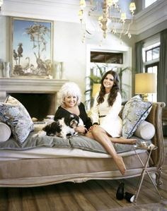 Paula Deen and Katie Lee. Love the daybed Katie From The Kitchen, Katie Lee Joel, Georgia Usa, Paula Deen, Cooking Food, House Interiors, Southern Charm, Daybed, No Cook Meals