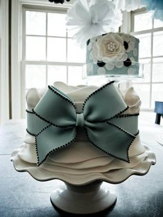 Beautiful Cake Pictures: Large Baby Blue Bow on Little White Cake: Birthday Cakes, Elegant Cakes, Wedding. Cakes