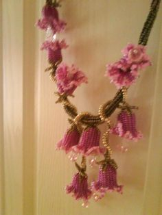 Schemas for bluebells and a few others. If you interested in seed bead flowers these skimpy how-tos are worth a study...but not beginner projects. #seed #bead #tutorial