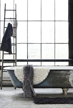 Clawfoot bath