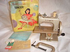 Vintage Toy French Singer 20 Boxed Childs Sewing Machine
