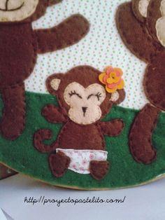 Bastidor decorativo- Monos en fieltro