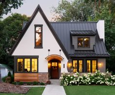 Would love to know if this architecture has a name. Dream Home Design, My Dream Home, House Design, Br House, Sims House, Casas The Sims 4, Cute House, Dream House Exterior, House Goals