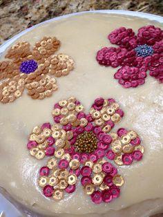 flowers/flores with metallic edible sequins/lentejuelas in a tres leches cake by Arte, amor y sabor repostería.
