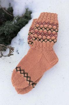 Kirjoneulesukat-lankoina 7veljestä ja muumia Knitting Socks, Bunt, Mittens, Christmas Stockings, Pattern, Diy, Gifts, Fingers, Clouds
