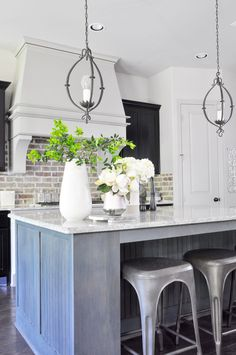Beautiful kitchen in an open concept home! Great tips for decorating!