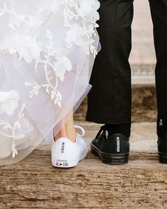 Wifey & Husband👟❤️😍 We Love this creative idea😀 Tag a future Bride & Groom who need some inspiration for their wedding day 👰🏼🤵😍(Just Tag… Wedding Sneakers, Wedding Converse, Bride Converse, Converse High, Diy Converse, Black Converse, Converse Sneakers, Converse Chuck, Luxury Wedding