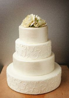 love this simple white wedding cake.  this is def the LOOK I'm going for