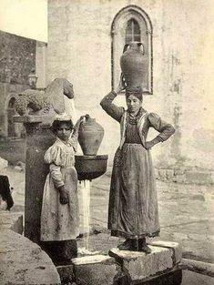 Taormina 1800    #TuscanyAgriturismoGiratola Vintage Italy, Vintage Photography, Bw Photography, Street Photography, Vintage Pictures, Old Pictures, Old Photos, Palermo, Sicilian Women
