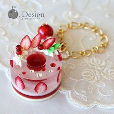 いちごジュレたっぷりゼリーケーキのバックチャーム Kawaii Jewelry, Kawaii Accessories, Handmade Accessories, Uv Resin, Resin Art, Resin Jewelry, Jewelry Crafts, Resin Tutorial, Cute Clay