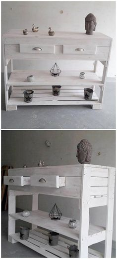 Entryway tables are the basic necessity of each single house. Keeping this necessity in mind here comes the eye-catching design of entryway table for you that is awesomely created with wood pallet material. It adds up the placement of the drawers and shelf areas in it as well.