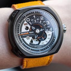 @dclwatch with the #SEVENFRIDAY @gulfrun Off-Series on custom matching strap