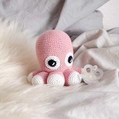 hæklet blæksprutte Diy Crochet, Crochet Toys, Crochet Baby, Baby Knitting Patterns, Baby Patterns, Chrochet, Diy Baby, Projects To Try, Baby Boy