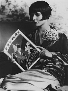 Silent film star Louise Brooks reading - 1920's